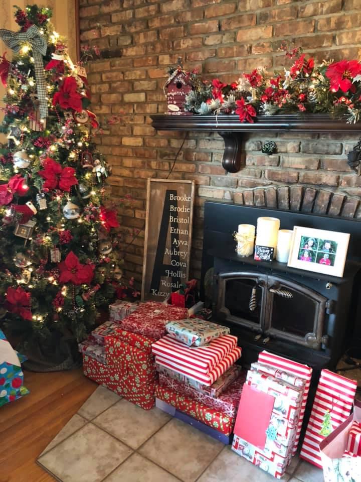 USE xmas tree presents
