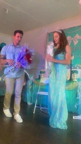 Presentation of roses